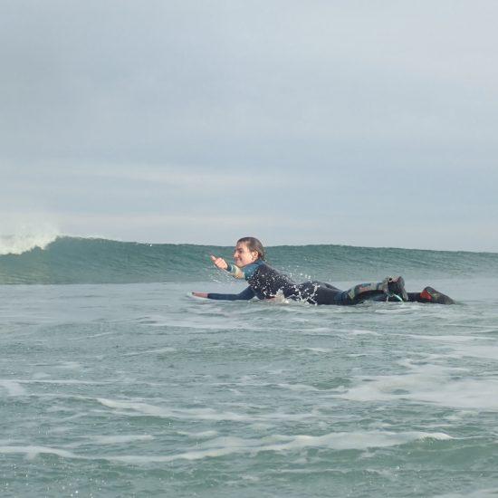 toujours contentes même avec la série qui arrive, c'est ça le surf!