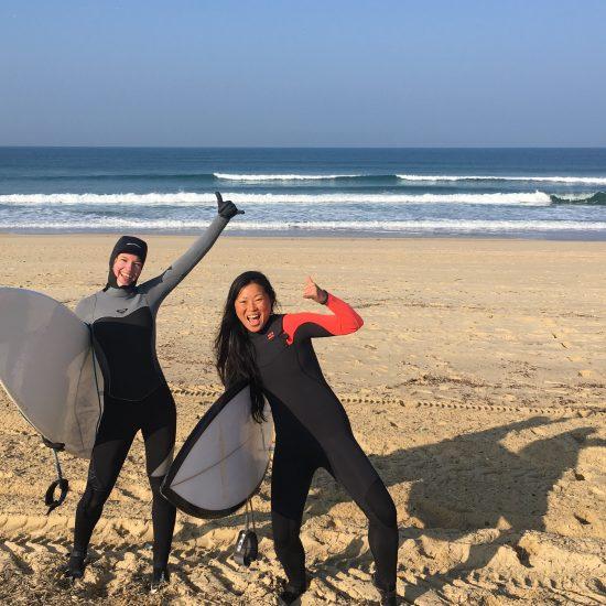 Surf Guides est ouvert toute l'année! Nous avons tout l'équipement pour faire en sorte que vous puissiez profiter des super conditions avec personne l'hiver. Le top pour progresser et passer de la planche en mousse au shortboard!