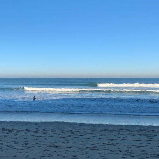 Que ce soit au large ou dans les mousses, nous organisons les entraînements de surf pour qu'ils soient à votre image!
