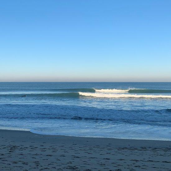 Notre élève a pris une demi-journée avec un guide de surf. C'est ce qu'il voulait, une droite douce avec pas grand monde.
