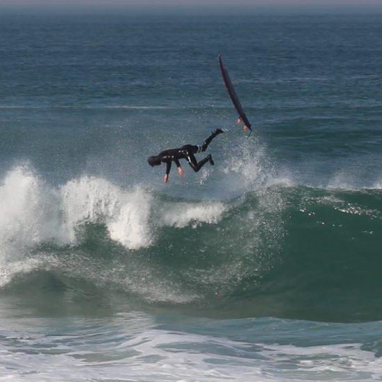 Le surf c'est du fun, et on peut tomber! C'est de l'eau et du sable, on peut se détendre et apprécier le point de vue ;)