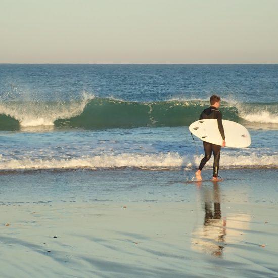 Pas besoin d'être pro pour profiter d'un guide de surf. Au contraire, cette formule est parfaitement adaptée pour les niveaux débutants à intermédiaires! Nous vous montrerons comment surfer sur nos belles plages :)