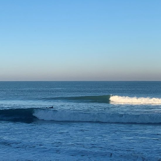 In Hossegor, Capbreton, Seignosse, and the surrounding beaches of Les Landes, we can find all types of different waves on our countless sandbanks.