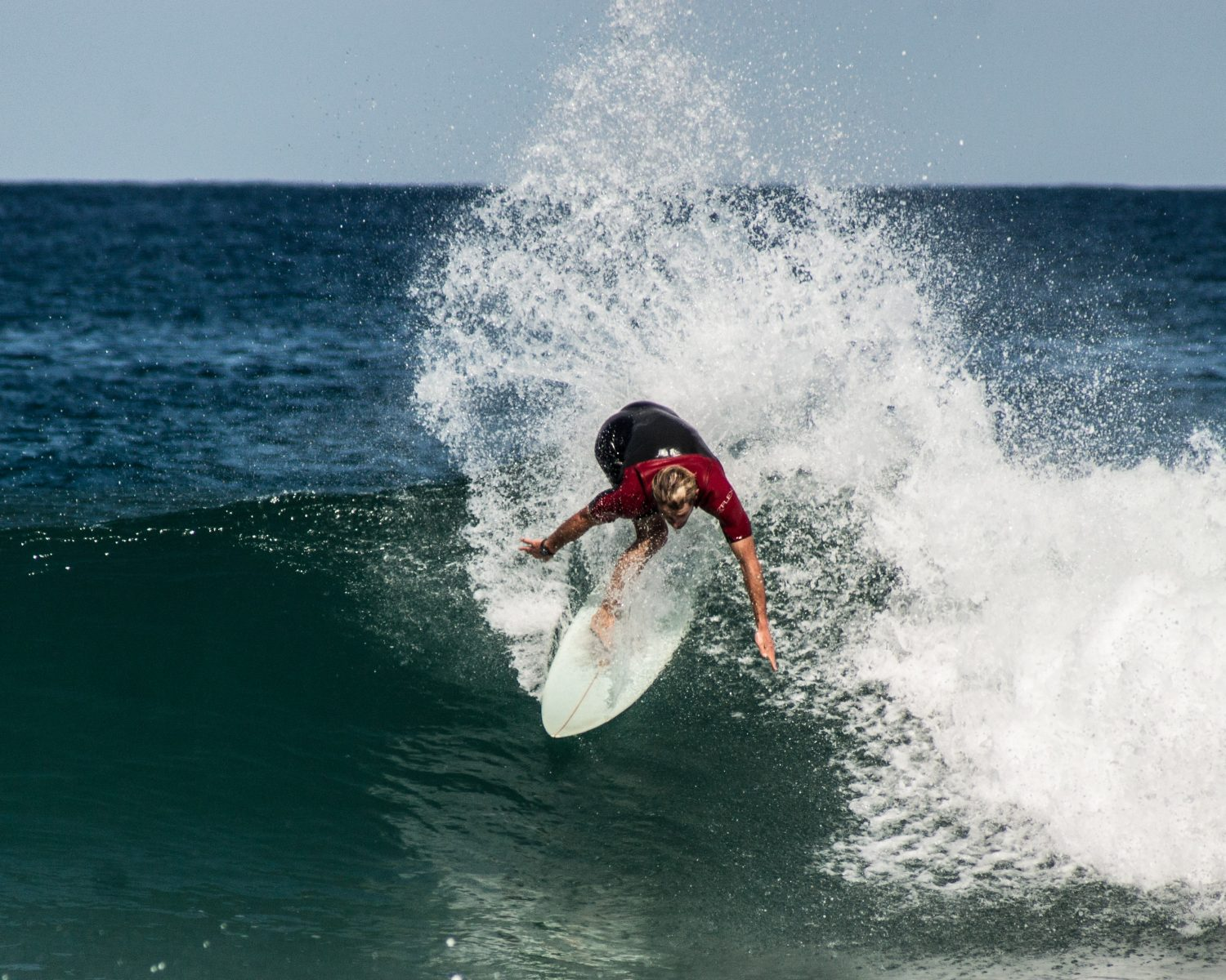 surf-guides- Going backside is part of the program to read and understand well the ocean!
